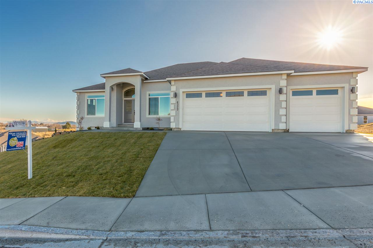 Single Family Home for Sale at 4323 Queen St 4323 Queen St West Richland, Washington 99353 United States