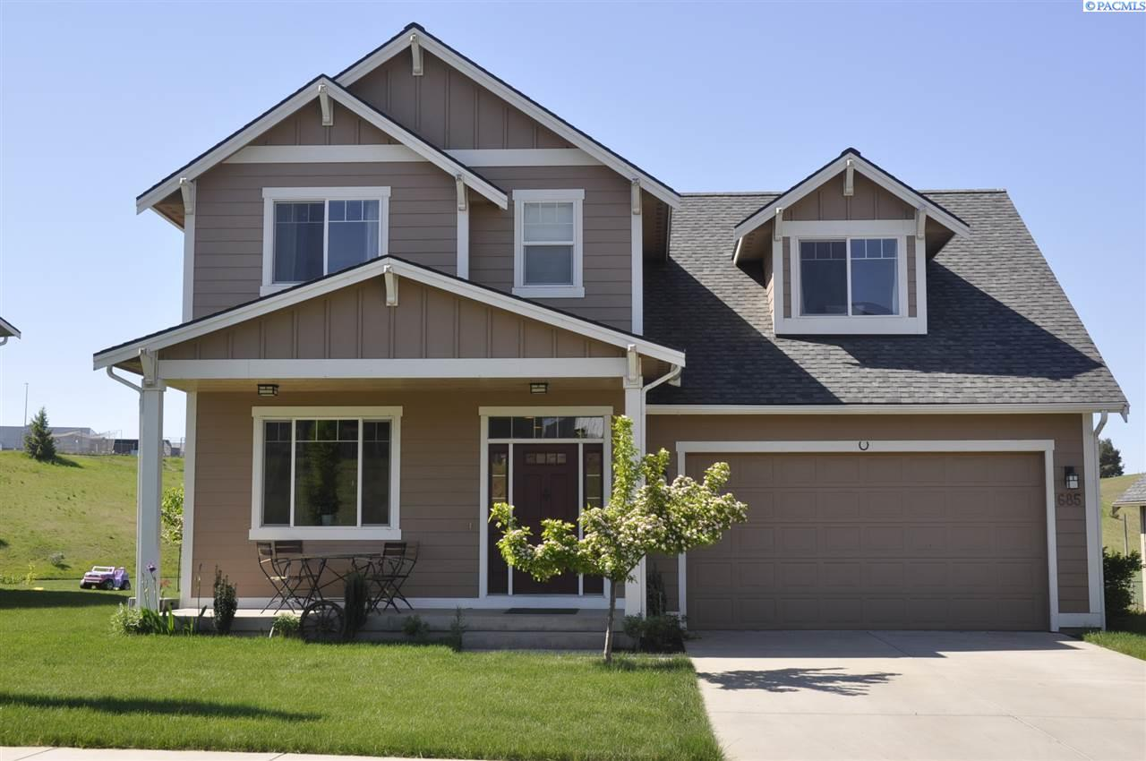 Single Family Home for Sale at 685 NW Valley View 685 NW Valley View Pullman, Washington 99163 United States