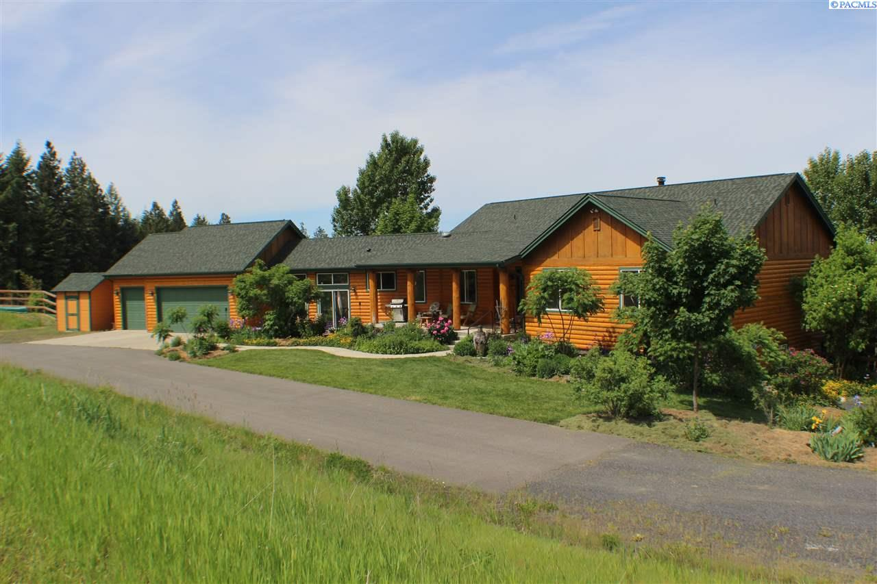 Single Family Home for Sale at 1215 Saddle Ridge Road 1215 Saddle Ridge Road Moscow, Idaho 83843 United States