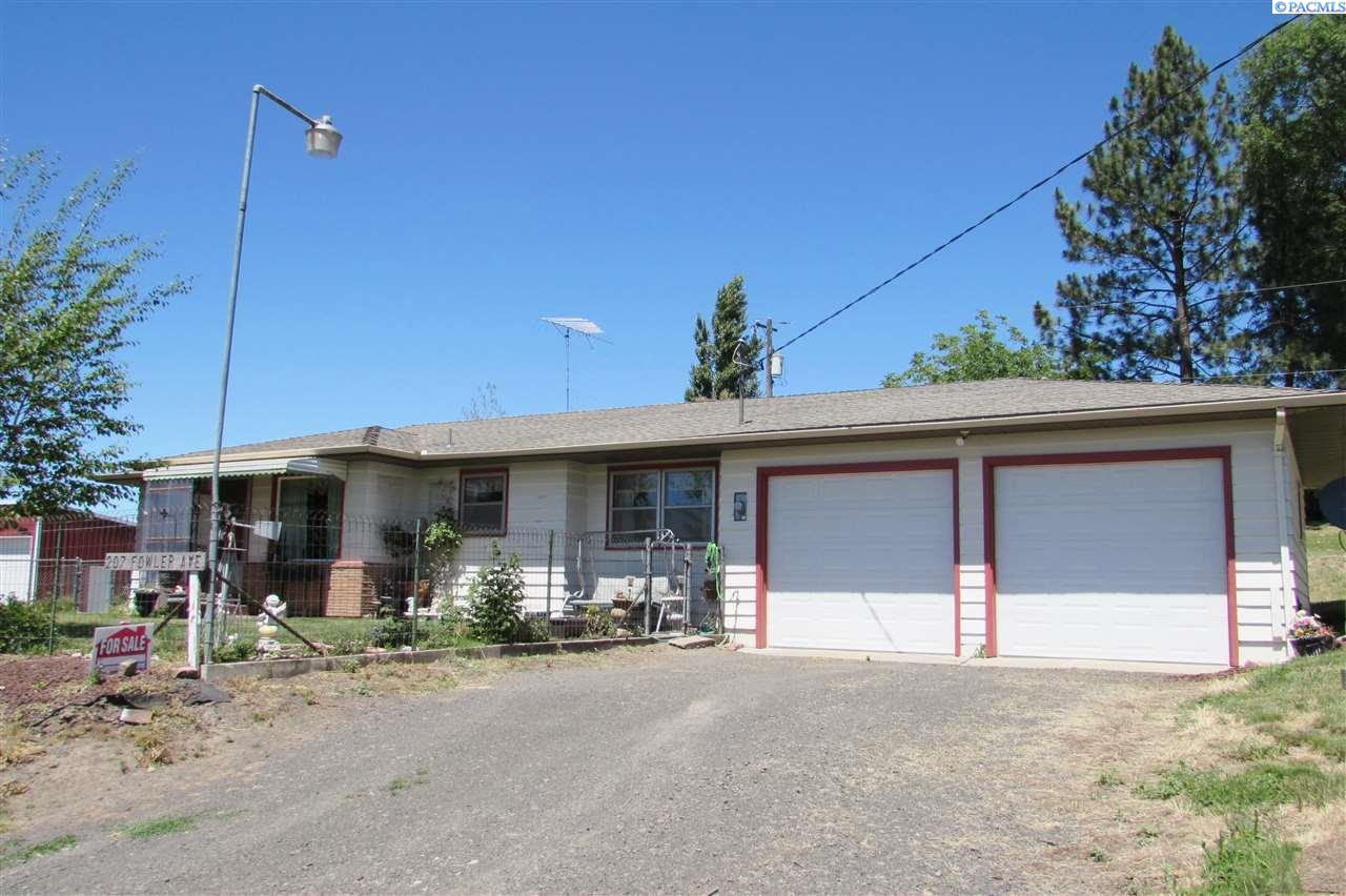 Single Family Home for Sale at 207 Fowler St 207 Fowler St Colfax, Washington 99111 United States