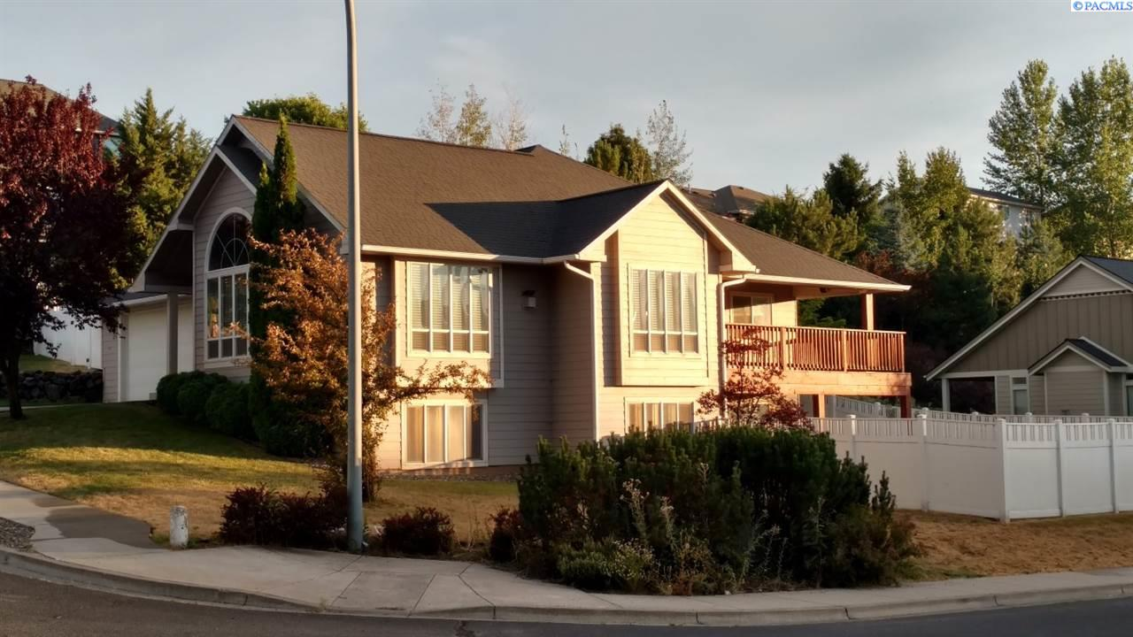 Single Family Home for Sale at 1115 SW Campus View Dr 1115 SW Campus View Dr Pullman, Washington 99163 United States