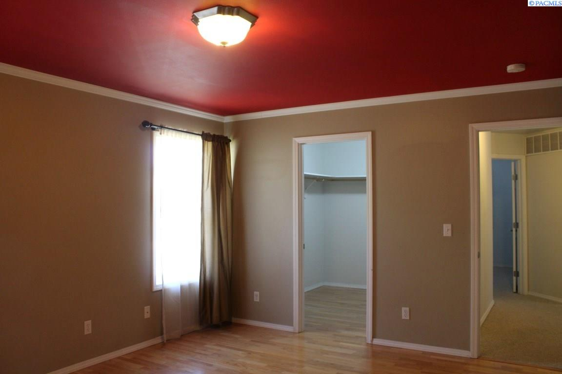 Additional photo for property listing at 1115 SW Campus View Dr 1115 SW Campus View Dr Pullman, Washington 99163 United States