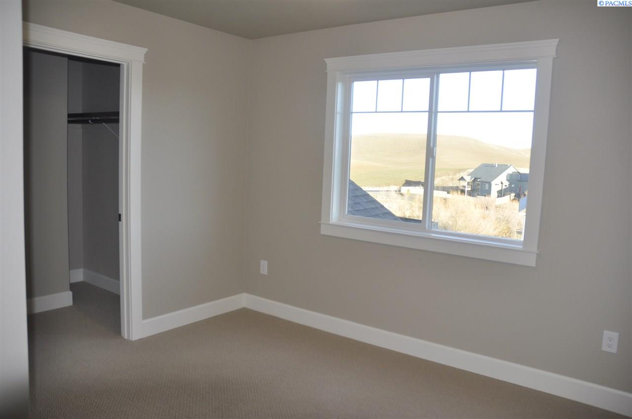 Additional photo for property listing at 1045 NW Marshland Street 1045 NW Marshland Street Pullman, Washington 99163 United States