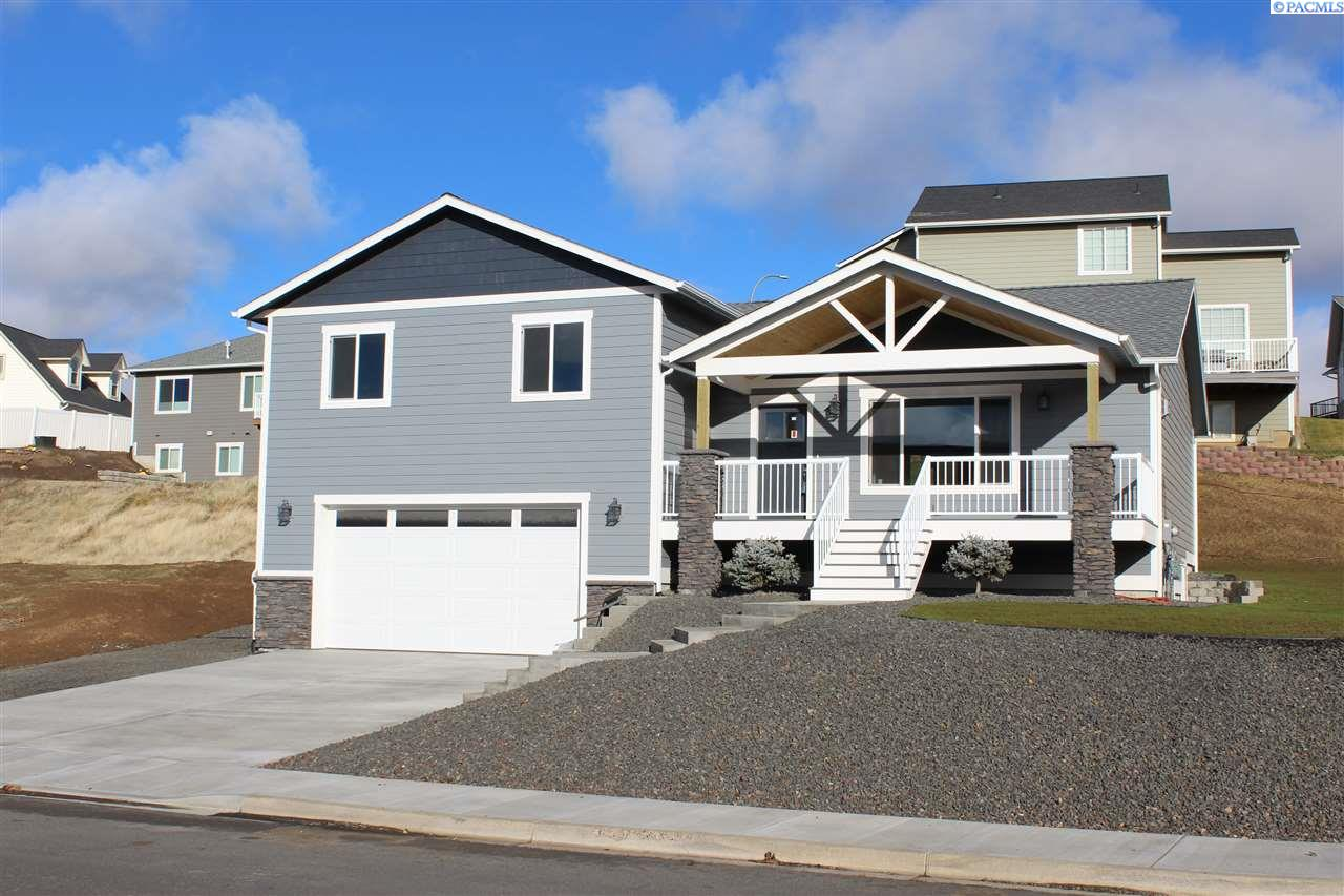 Single Family Home for Sale at 670 NW Valley View Drive 670 NW Valley View Drive Pullman, Washington 99163 United States
