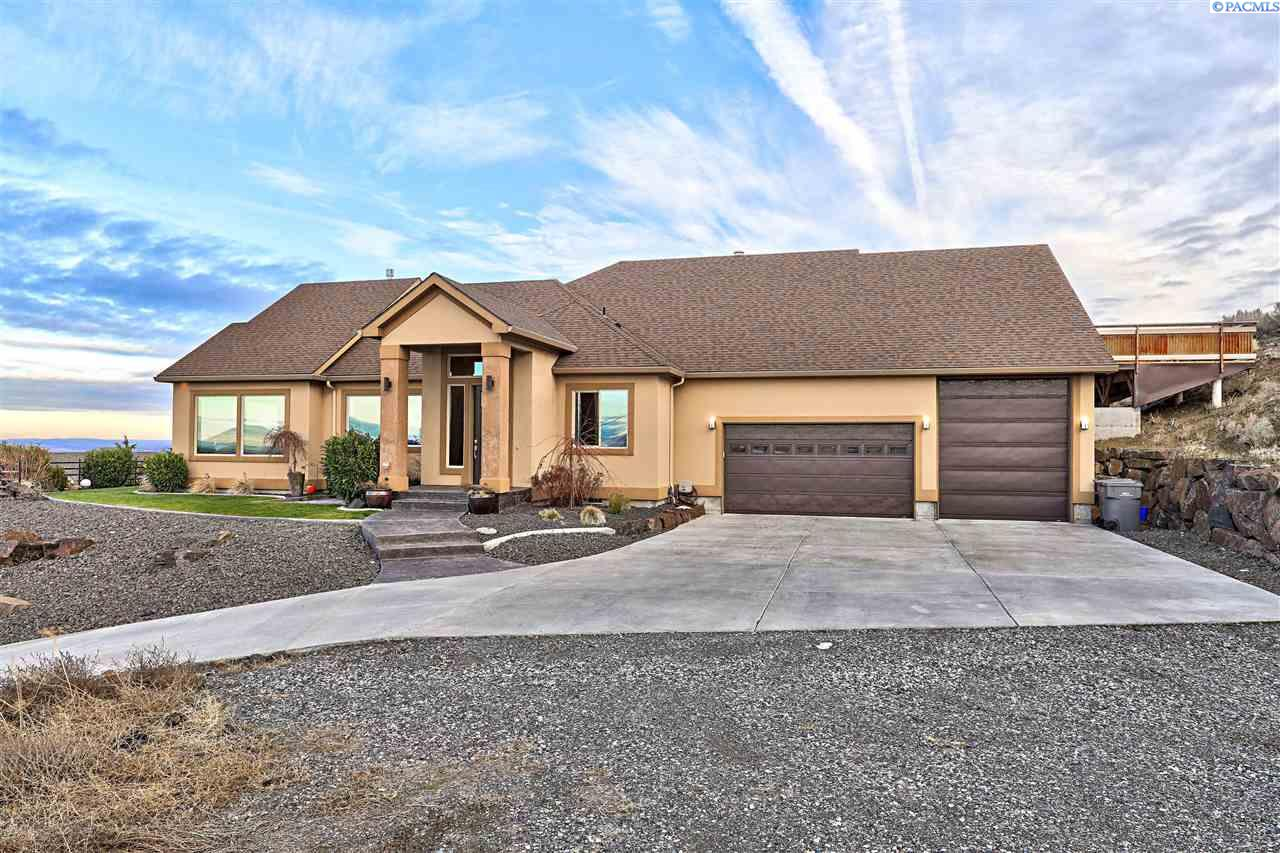 Single Family Home for Sale at 2421 W 51st 2421 W 51st Kennewick, Washington 99337 United States