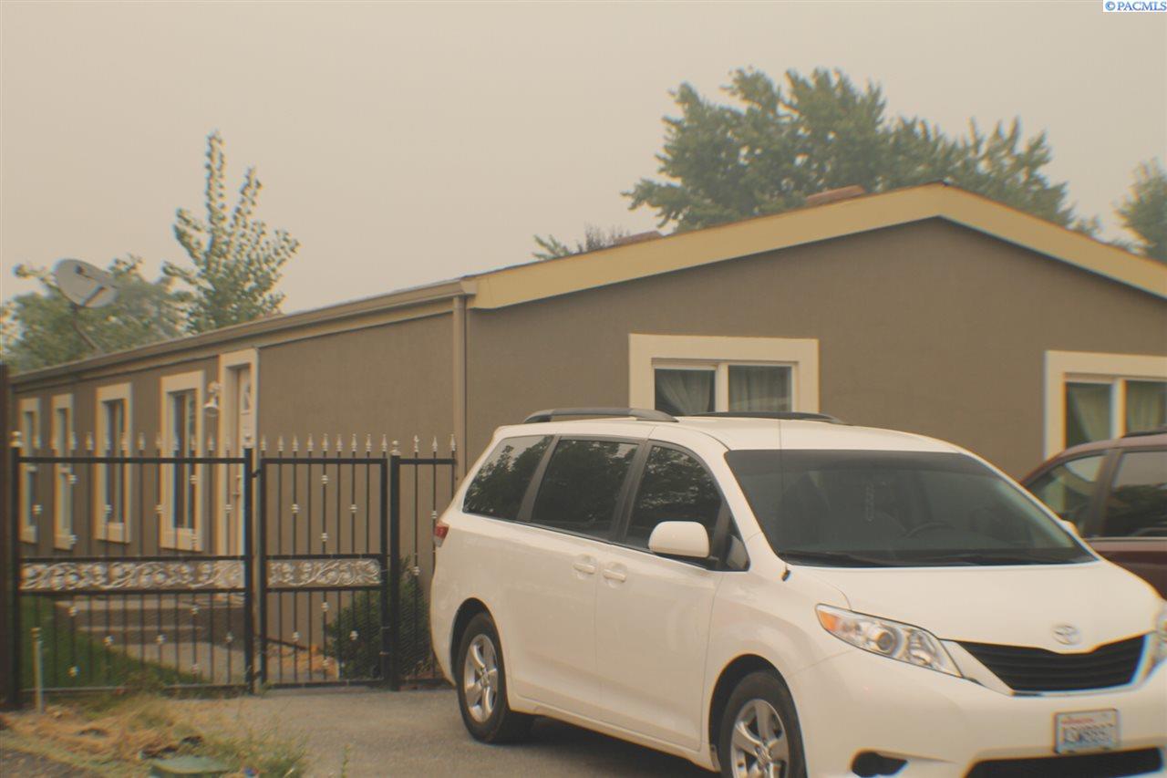 Single Family Home for Sale at 9168 W Yellowstone 9168 W Yellowstone Kennewick, Washington 99336 United States