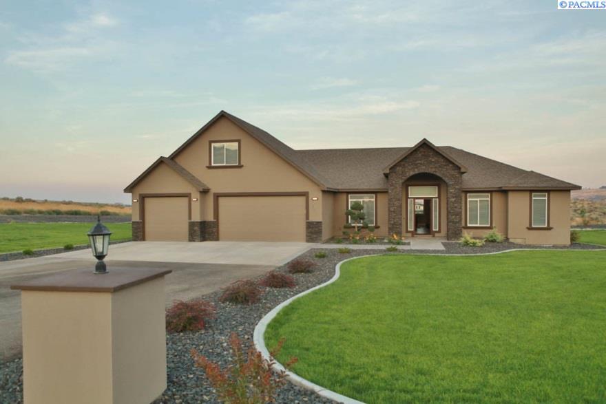 Single Family Home for Sale at 13605 S Maso Prse 13605 S Maso Prse Kennewick, Washington 99338 United States