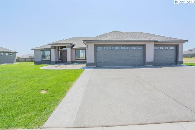 Single Family Home for Sale at 2990 S Harrison St 2990 S Harrison St Kennewick, Washington 99336 United States