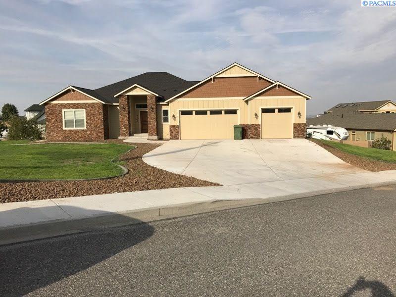 Single Family Home for Sale at 4160 Tamarack Rd. 4160 Tamarack Rd. West Richland, Washington 99353 United States