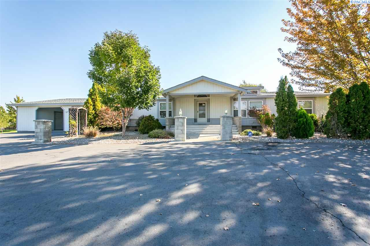 Single Family Home for Sale at 7405 W Van Giesen St 7405 W Van Giesen St West Richland, Washington 99353 United States