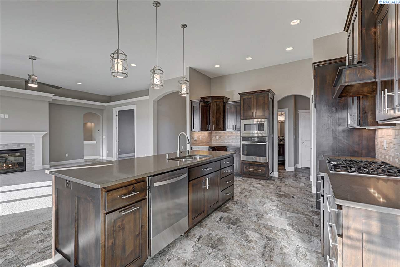 Single Family Home for Sale at 88205 E Sagebrush Rd 88205 E Sagebrush Rd Kennewick, Washington 99338 United States