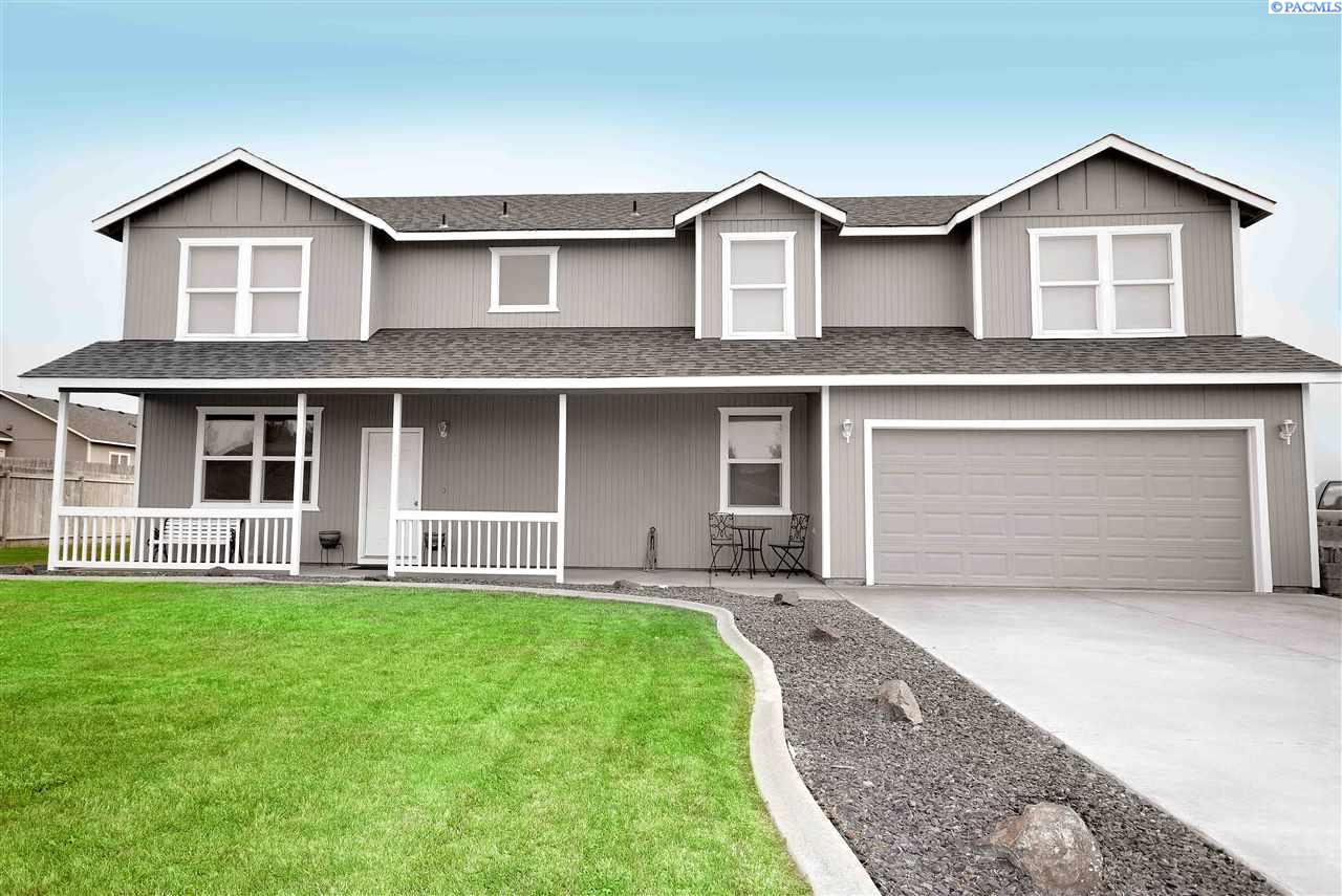 Single Family Home for Sale at 3200 S Highlands Blvd 3200 S Highlands Blvd West Richland, Washington 99353 United States