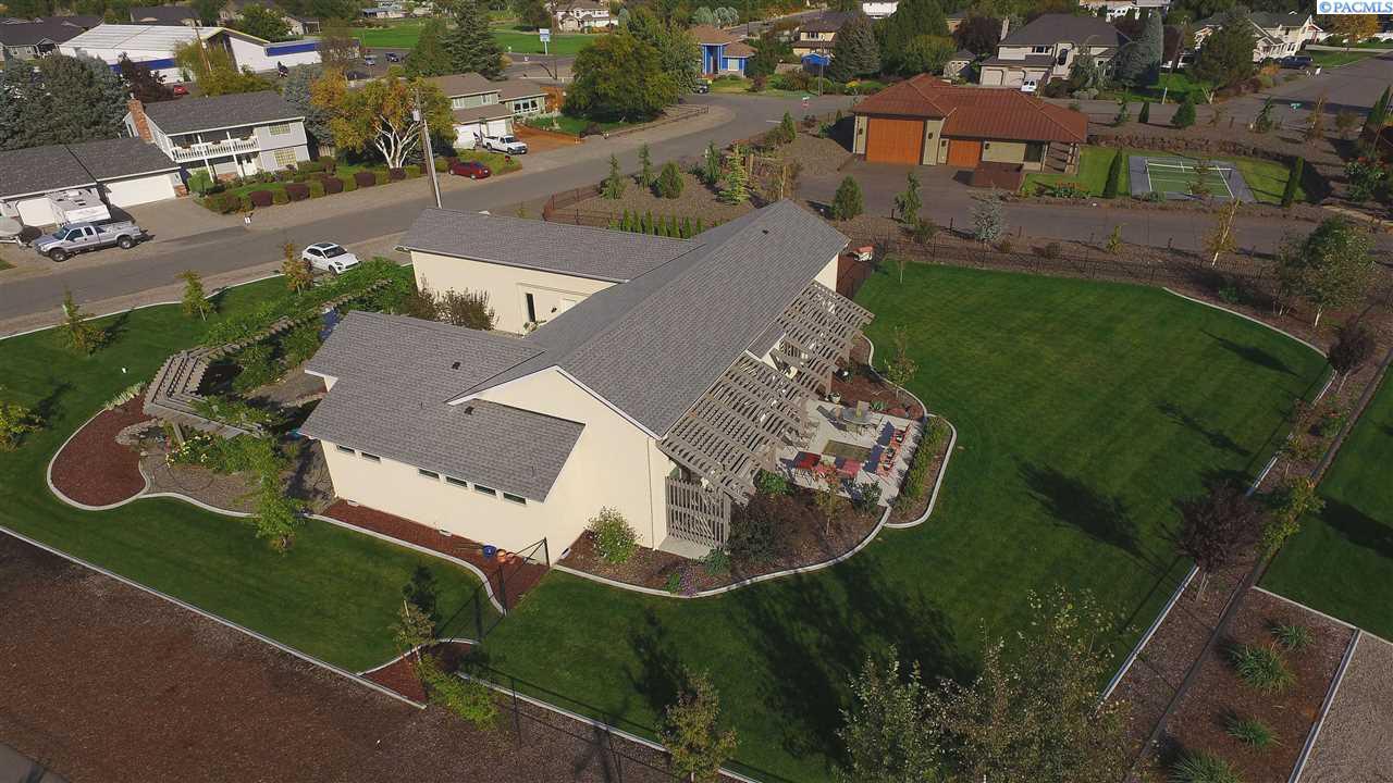 Single Family Home for Sale at 7910 Sunset Lane 7910 Sunset Lane Pasco, Washington 99301 United States
