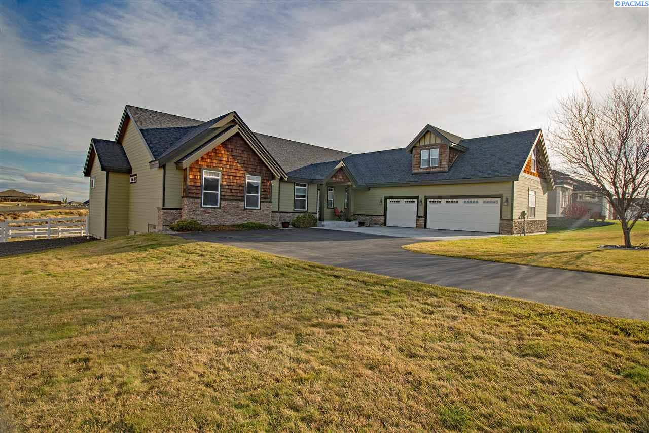 Single Family Home for Sale at 15923 S Clear View Loop 15923 S Clear View Loop Kennewick, Washington 99338 United States
