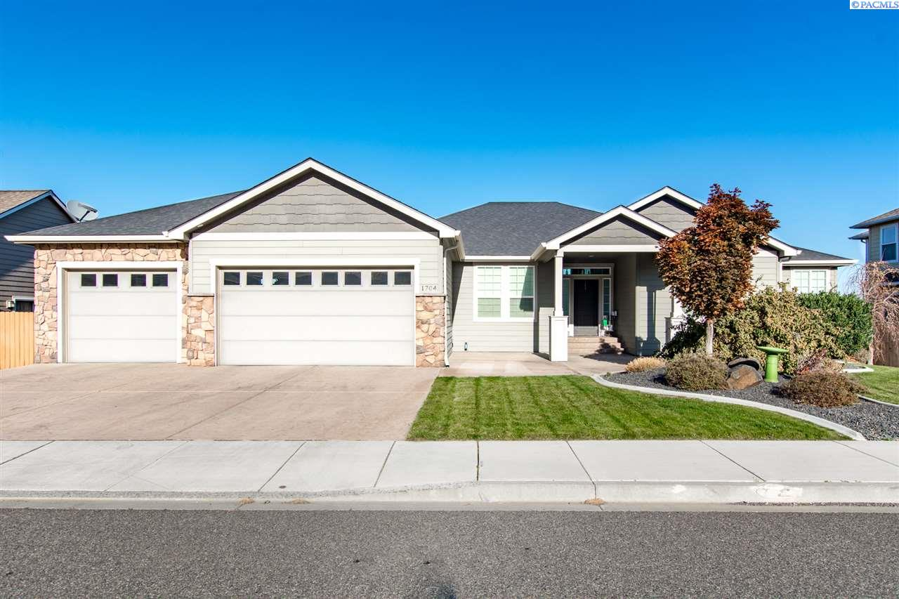 Single Family Home for Sale at 1704 W 51st Ave 1704 W 51st Ave Kennewick, Washington 99337 United States