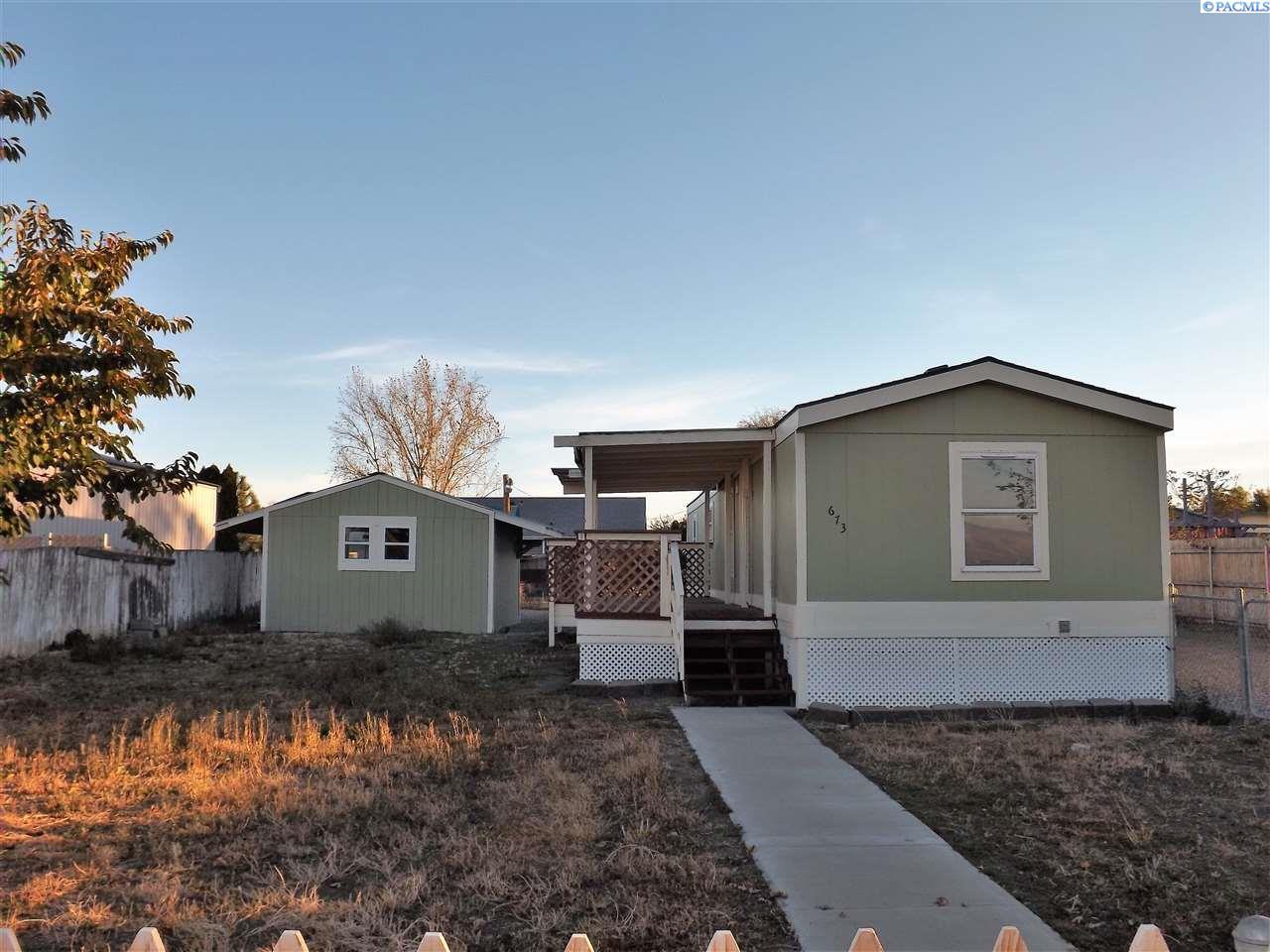 Single Family Home for Sale at 673 Hanson Loop 673 Hanson Loop Burbank, Washington 99323 United States
