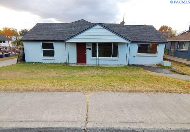 Single Family Home for Sale at 702 S Garfield 702 S Garfield Kennewick, Washington 99336 United States