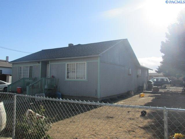 Single Family Home for Sale at 304 Cedar 304 Cedar Mabton, Washington 98935 United States