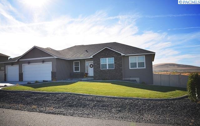 Single Family Home for Sale at 2949 Karlee Dr. 2949 Karlee Dr. Richland, Washington 99352 United States