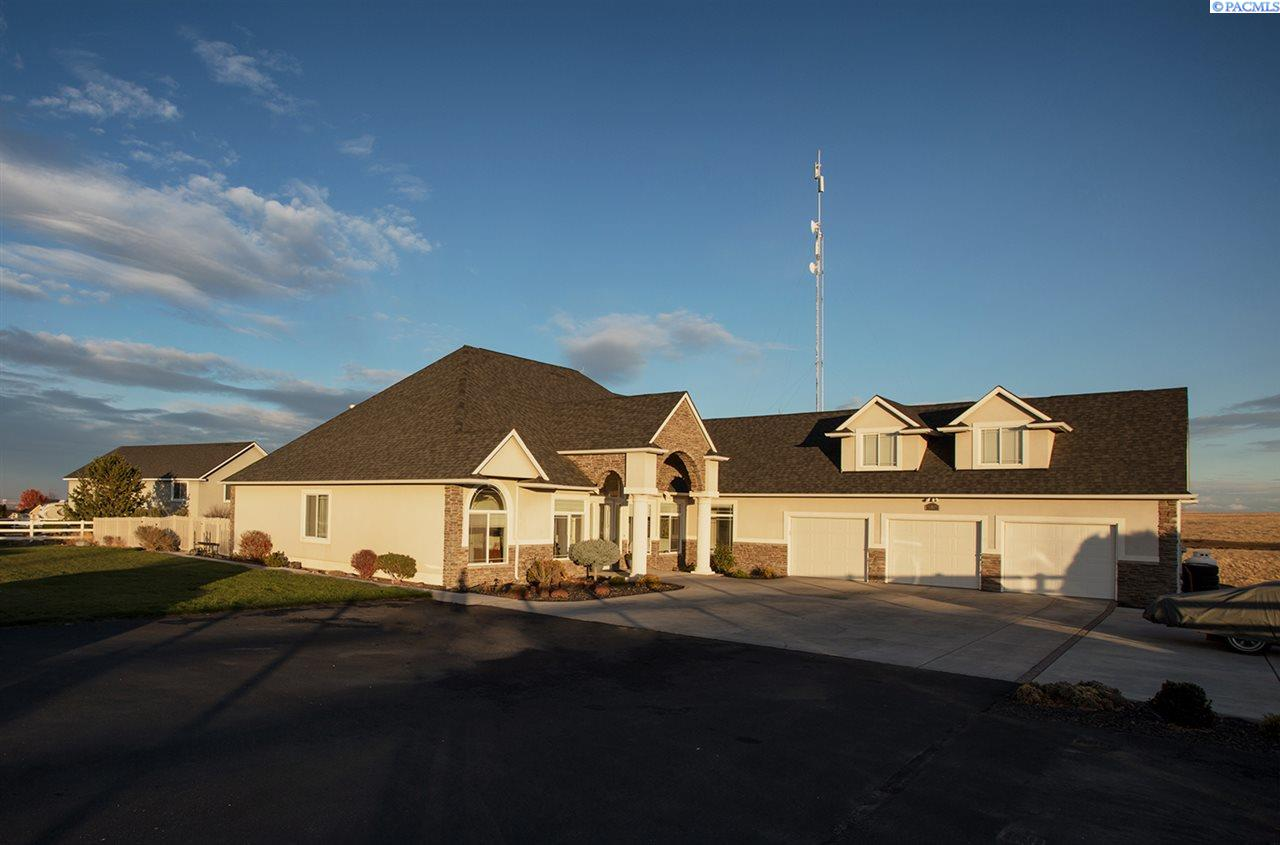 Single Family Home for Sale at 20315 S Clodfelter Rd 20315 S Clodfelter Rd Kennewick, Washington 99338 United States