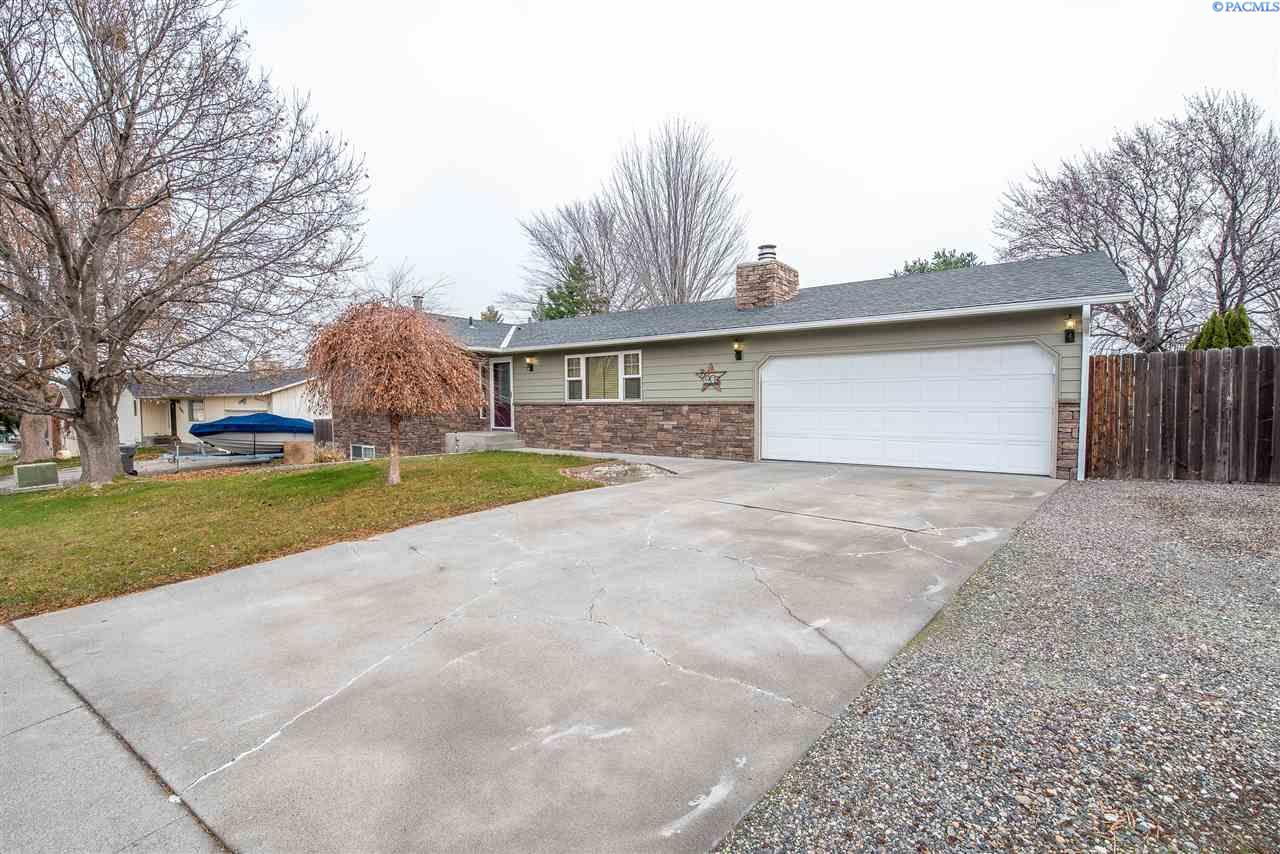 Single Family Home for Sale at 3803 S Waverly St. 3803 S Waverly St. Kennewick, Washington 99337 United States