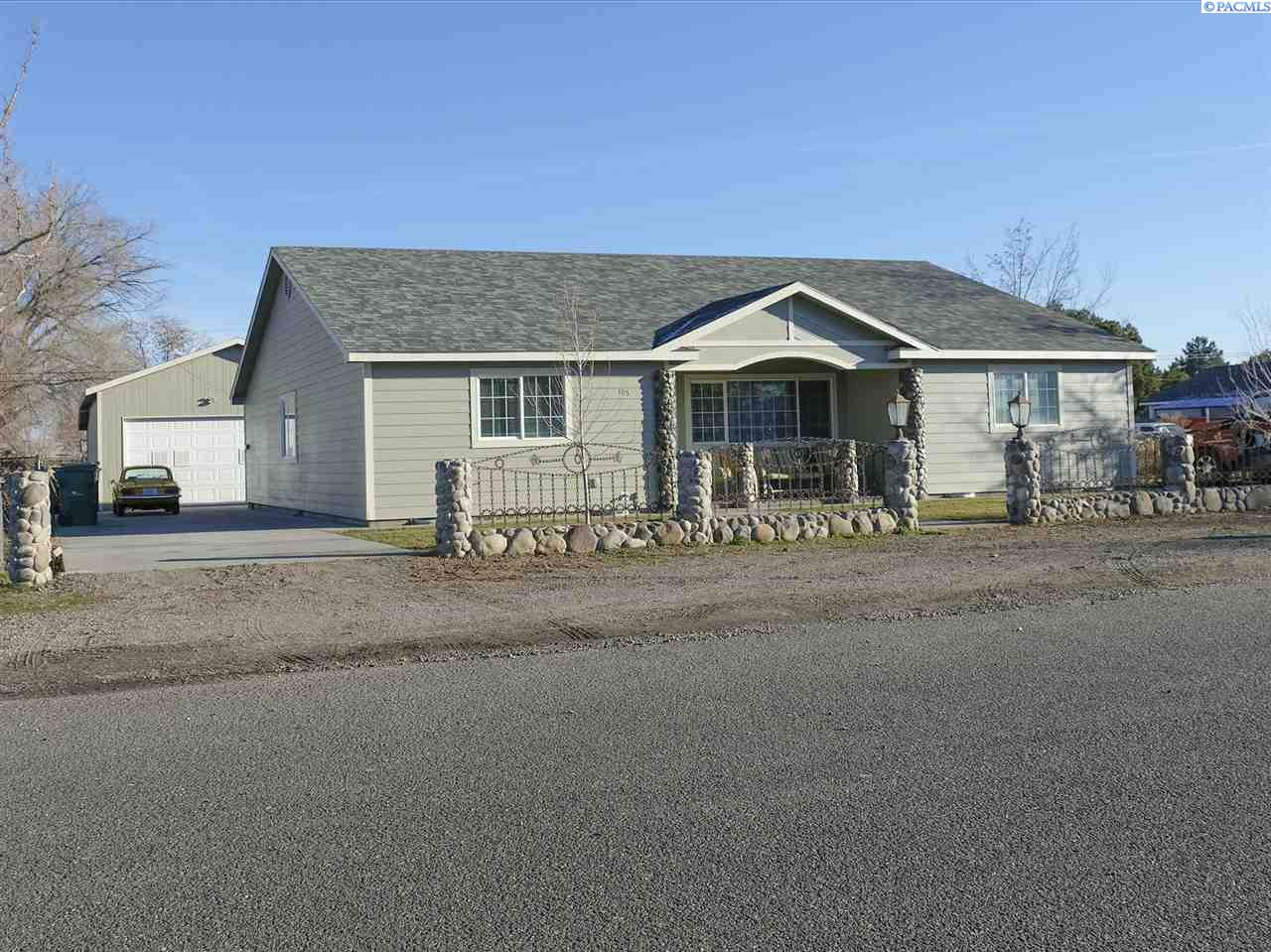 Single Family Home for Sale at 105 S Williams Street 105 S Williams Street Kennewick, Washington 99336 United States