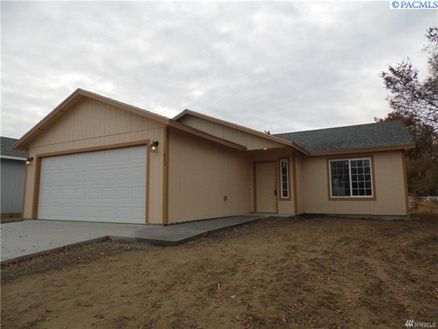 Single Family Home for Sale at 511 S Main St 511 S Main St Warden, Washington 98857 United States