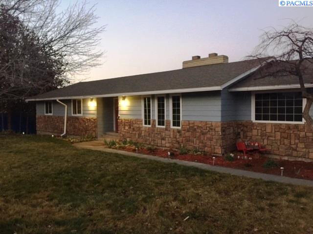Single Family Home for Sale at 3926 Ironton Drive 3926 Ironton Drive West Richland, Washington 99353 United States