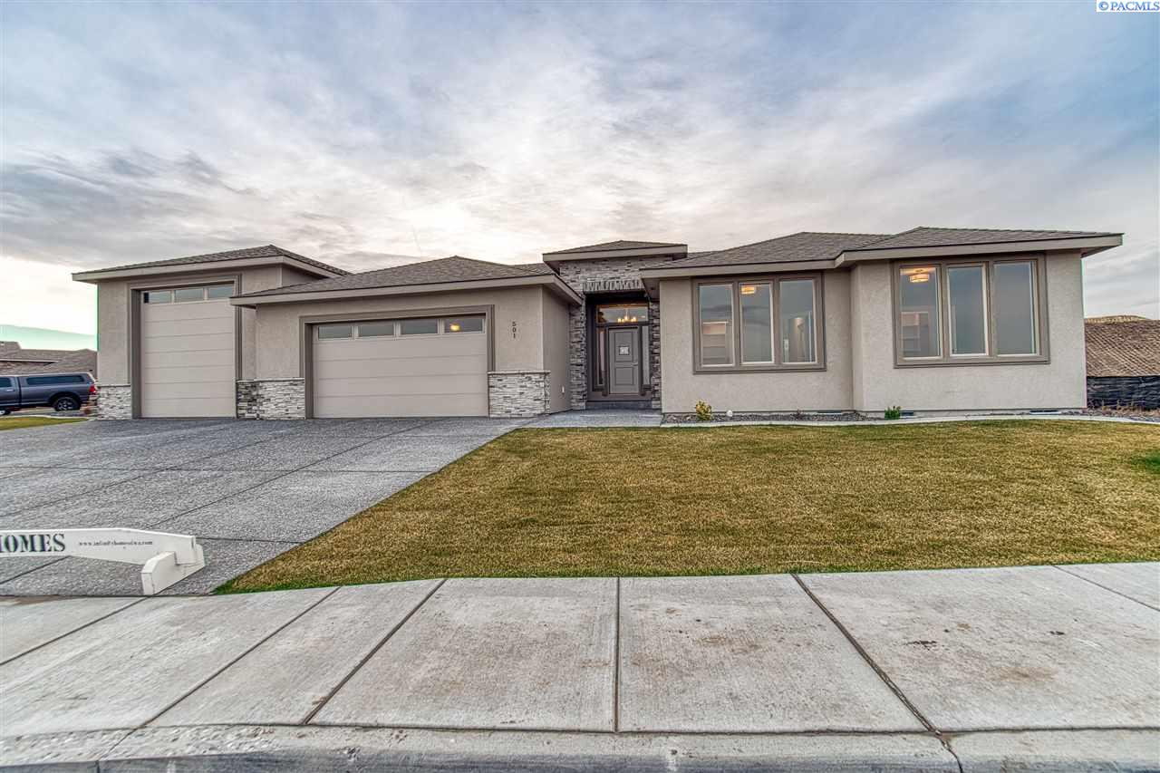 Single Family Home for Sale at 501 Thebes St 501 Thebes St West Richland, Washington 99353 United States