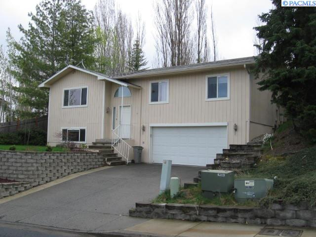 Single Family Home for Sale at 1220 SW Wadleigh 1220 SW Wadleigh Pullman, Washington 99163 United States