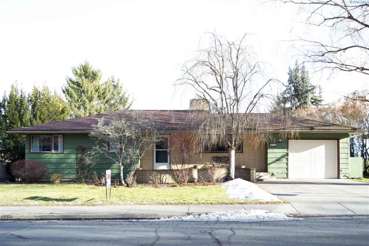 Single Family Home for Sale at 910 SE Spring St 910 SE Spring St Pullman, Washington 99163 United States