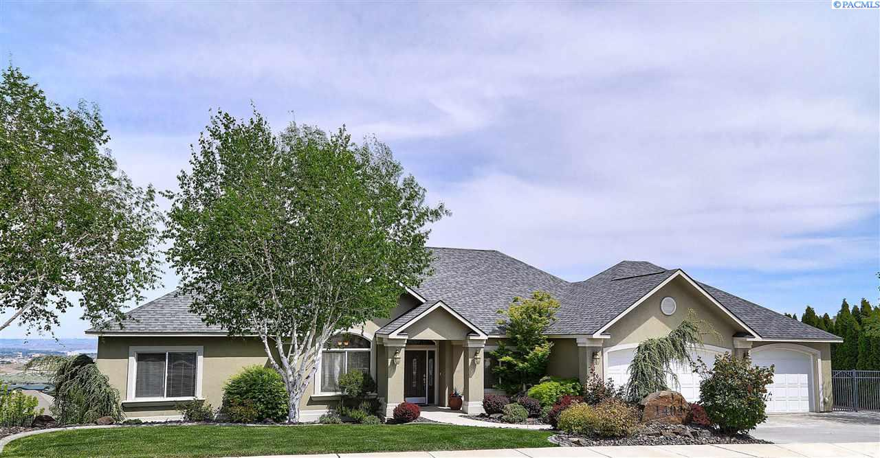 Single Family Home for Sale at 1402 White Bluffs St 1402 White Bluffs St Richland, Washington 99352 United States