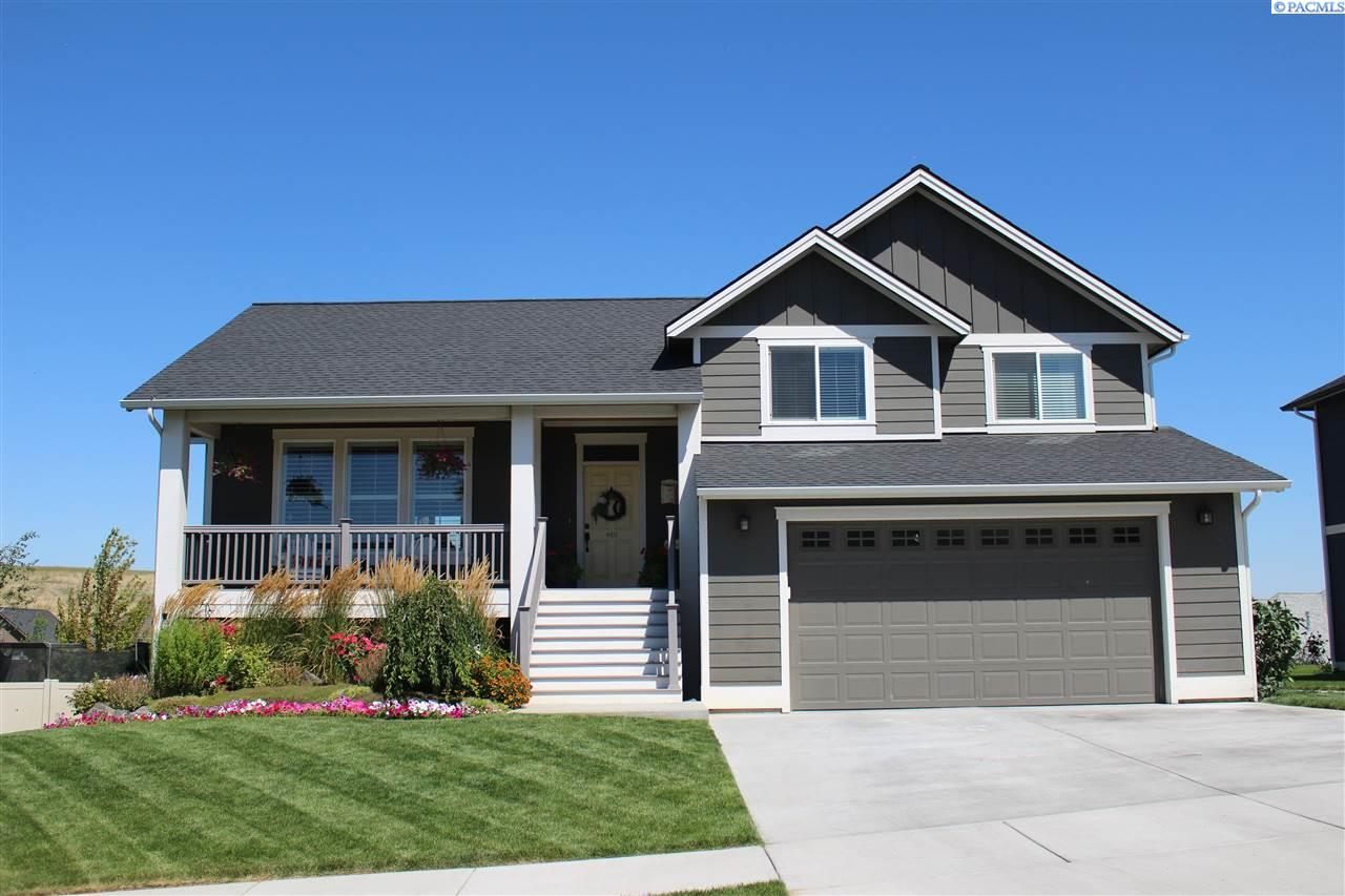 Single Family Home for Sale at 910 SW Finch Way 910 SW Finch Way Pullman, Washington 99163 United States