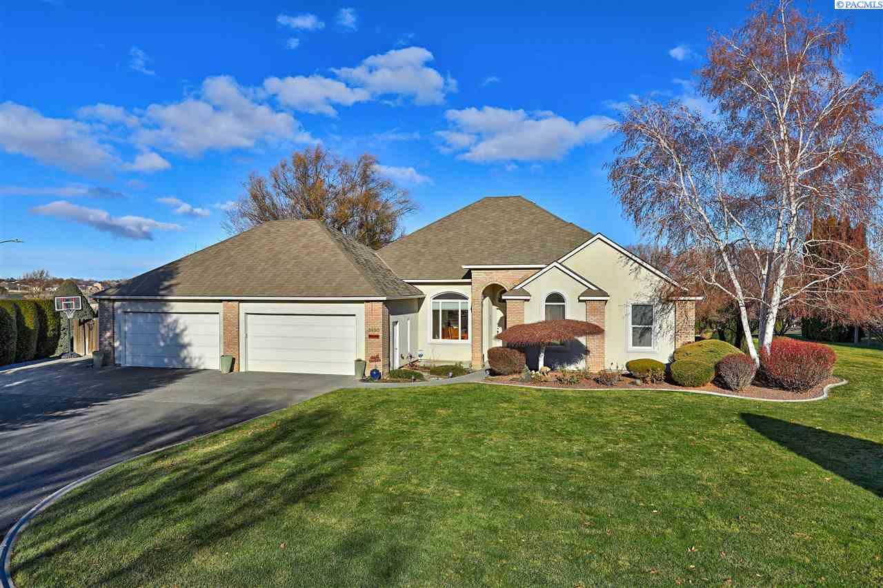 Single Family Home for Sale at 3490 Eastlake Drive 3490 Eastlake Drive West Richland, Washington 99353 United States