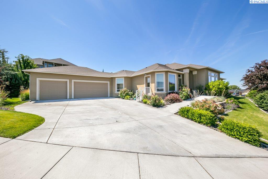 Single Family Home for Sale at 1469 Blue Mountain Loop 1469 Blue Mountain Loop Richland, Washington 99352 United States