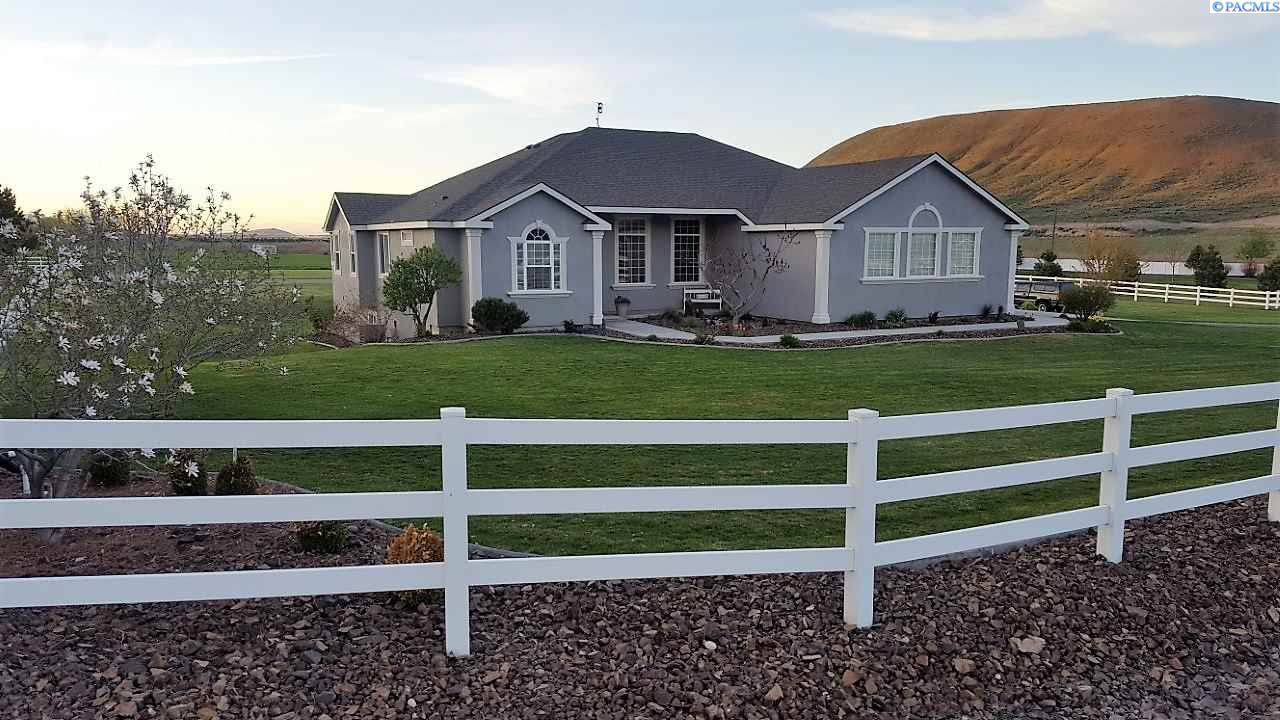 Single Family Home for Sale at 24603 S Sunset Meadows Loop 24603 S Sunset Meadows Loop Kennewick, Washington 99338 United States
