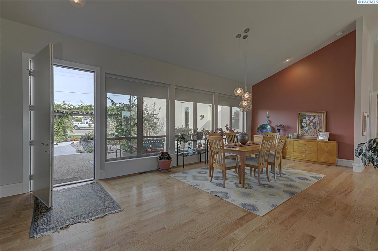 Single Family Home for Sale at 7910 Sunset Ln 7910 Sunset Ln Pasco, Washington 99301 United States