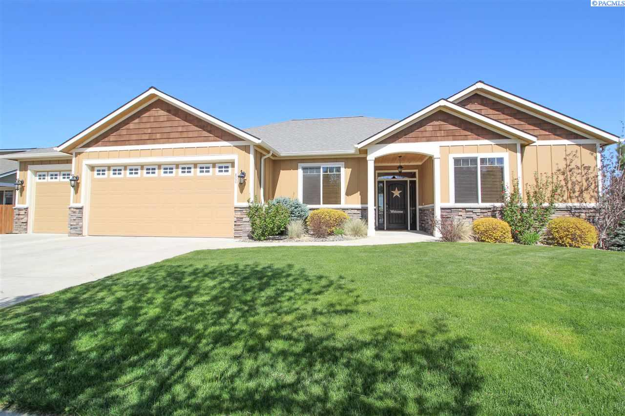 Single Family Home for Sale at 800 SW Center St. 800 SW Center St. Pullman, Washington 99163 United States