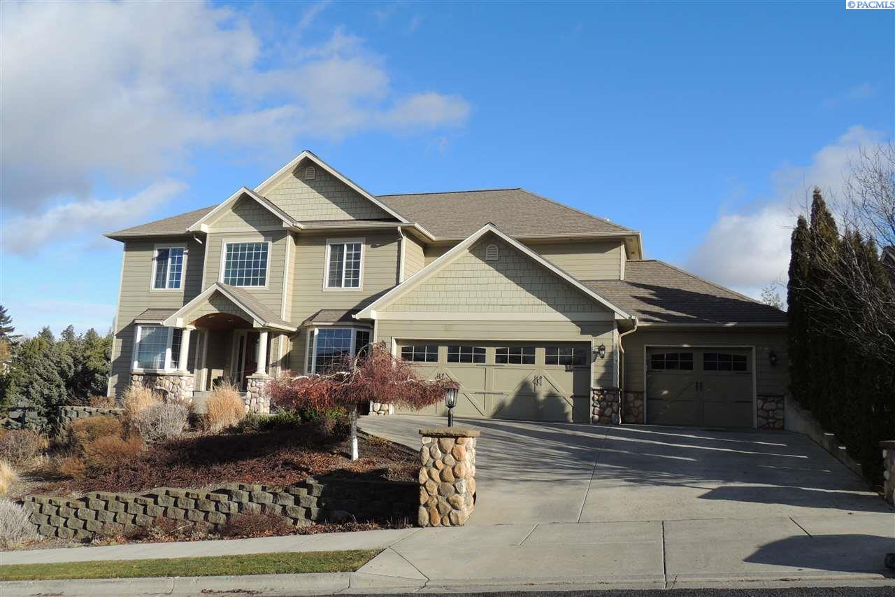 Single Family Home for Sale at 1130 SW Campus View Drive 1130 SW Campus View Drive Pullman, Washington 99163 United States