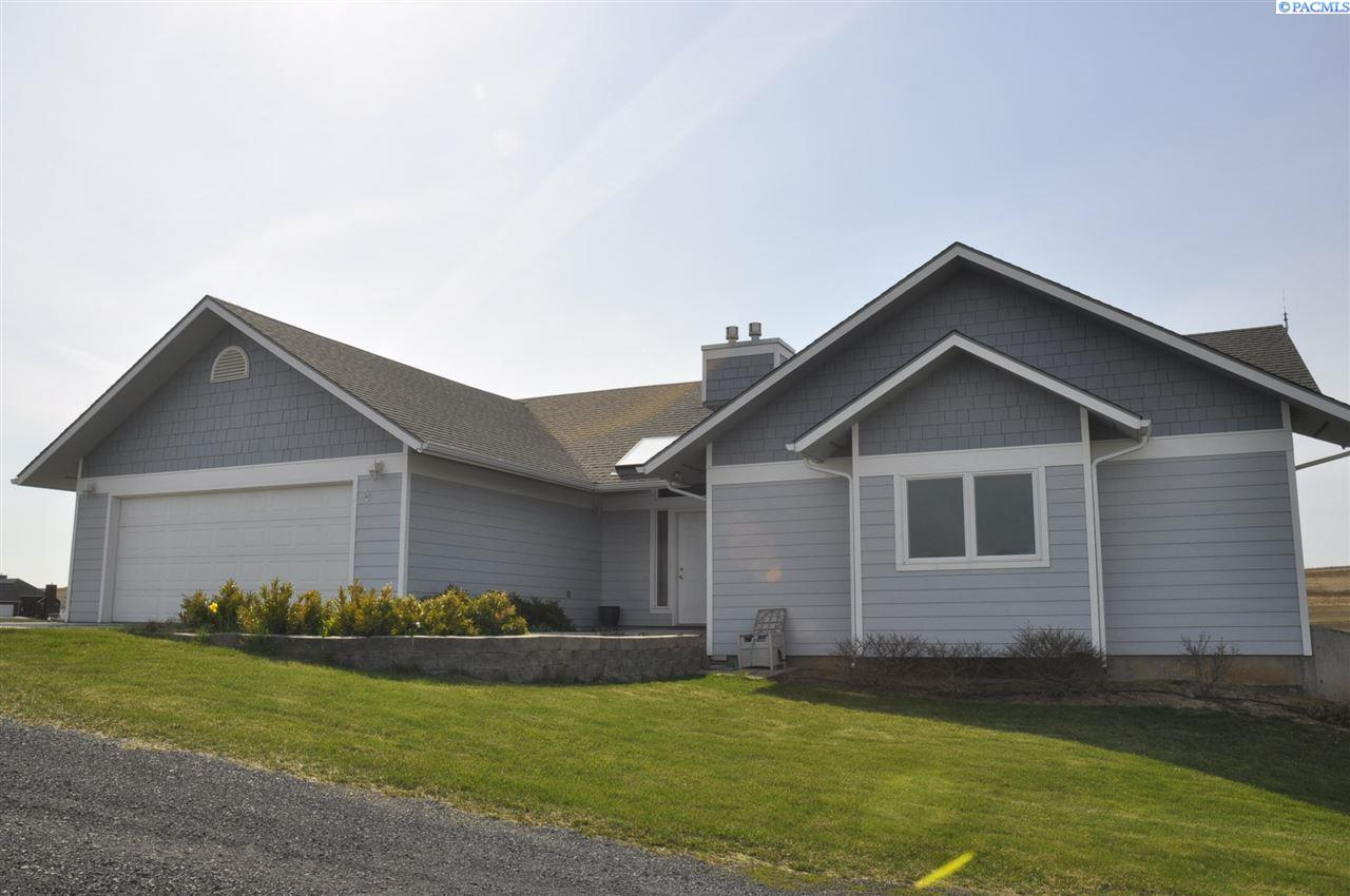 Single Family Home for Sale at 4463 Airport Road 4463 Airport Road Pullman, Washington 99163 United States