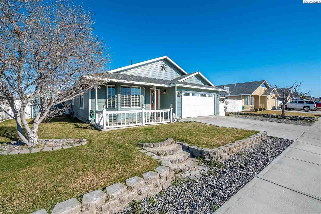 Single Family Home for Sale at 8015 Quadra Drive 8015 Quadra Drive Pasco, Washington 99301 United States