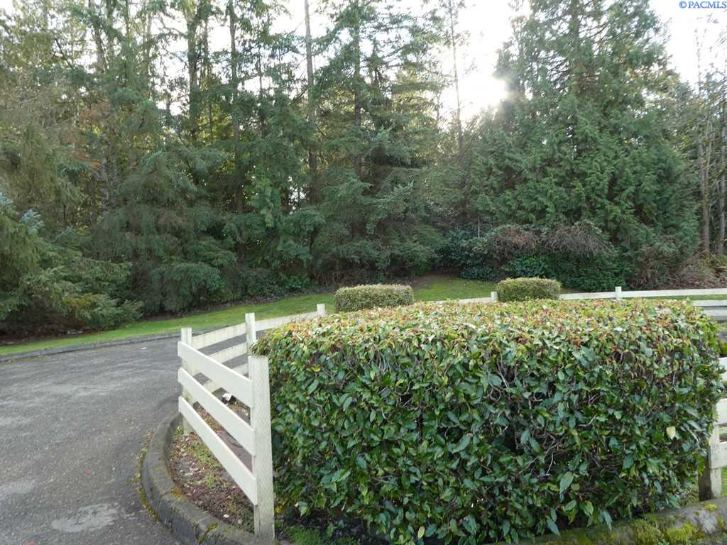 Additional photo for property listing at 14133 NE 7th Place 14133 NE 7th Place Bellevue, Washington 98007 United States