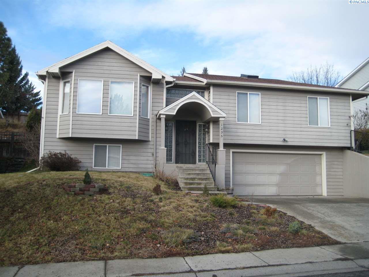 Single Family Home for Sale at 1295 SE Sunnymead Way 1295 SE Sunnymead Way Pullman, Washington 99163 United States