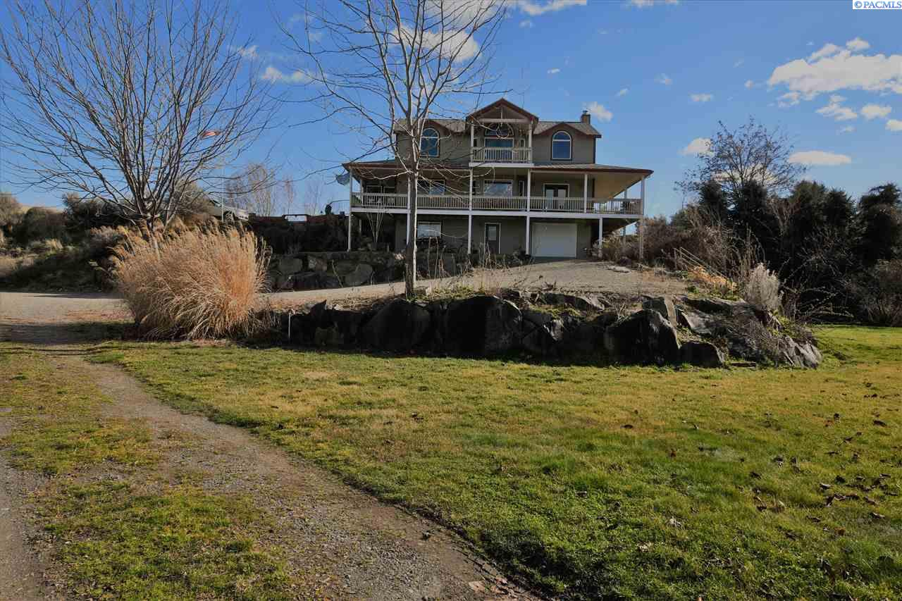 Single Family Home for Sale at 38906 N Demoss Road 38906 N Demoss Road Benton City, Washington 99320 United States