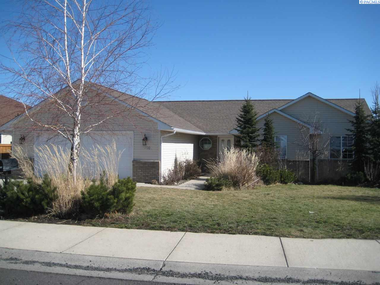 Single Family Home for Sale at 2200 NW Robert Street 2200 NW Robert Street Pullman, Washington 99163 United States
