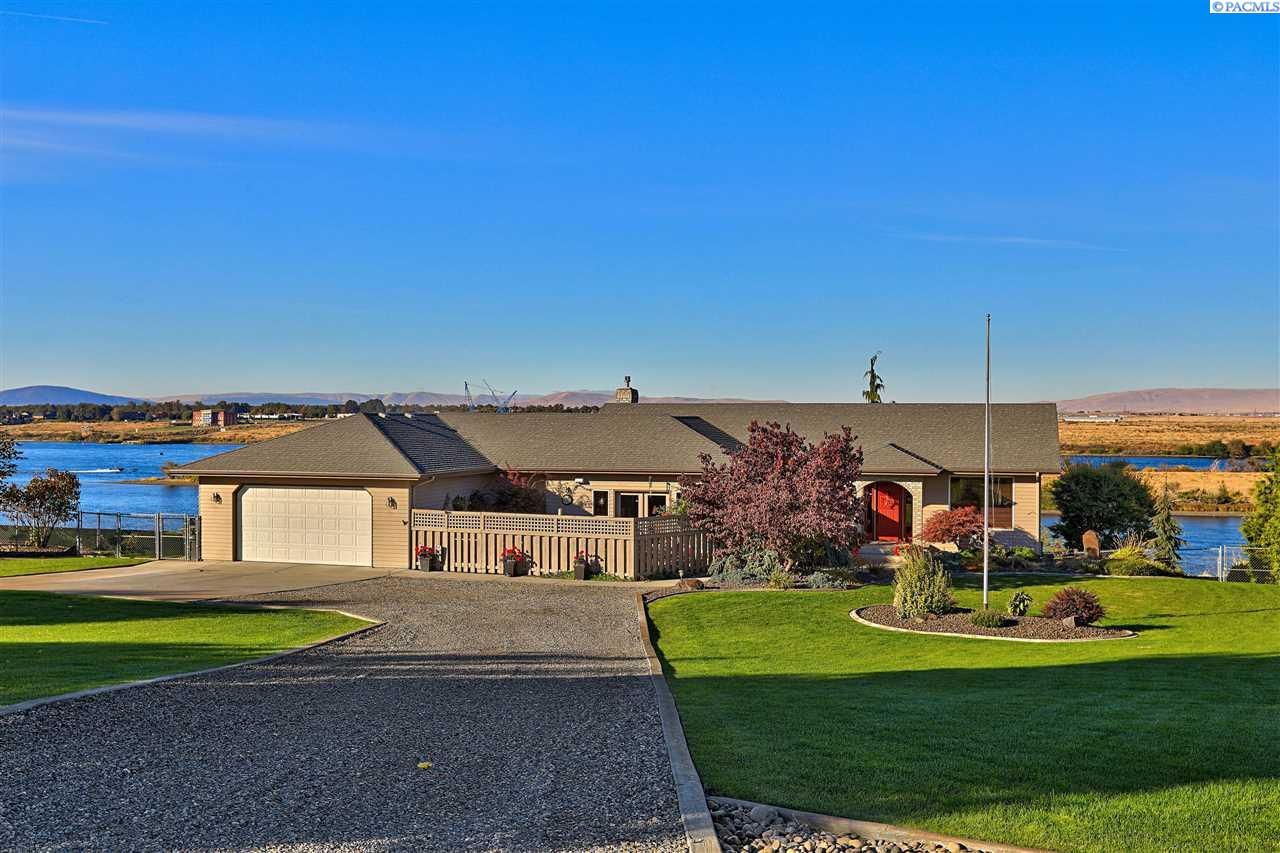 Single Family Home for Sale at 7319 Columbia River Rd. 7319 Columbia River Rd. Pasco, Washington 99301 United States