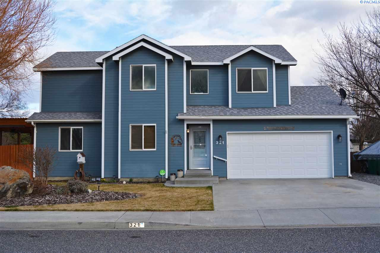 Single Family Home for Sale at 321 S William Street 321 S William Street Kennewick, Washington 99336 United States