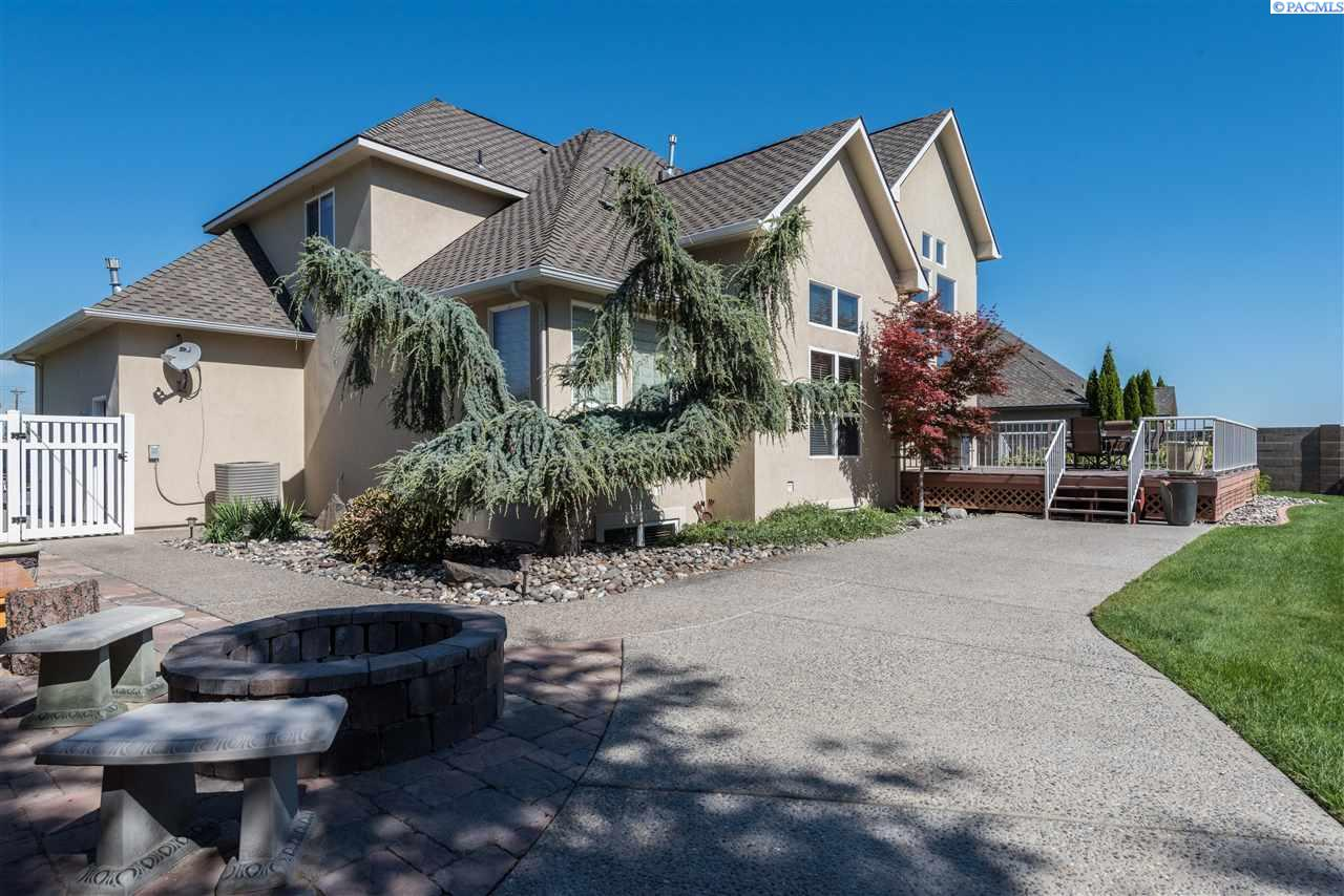 Single Family Home for Sale at 1990 Sky Meadow Ave 1990 Sky Meadow Ave Richland, Washington 99352 United States