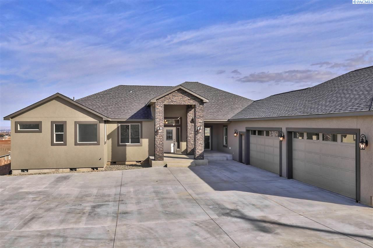 Single Family Home for Sale at 13102 S Grandview Lane 13102 S Grandview Lane Kennewick, Washington 99338 United States