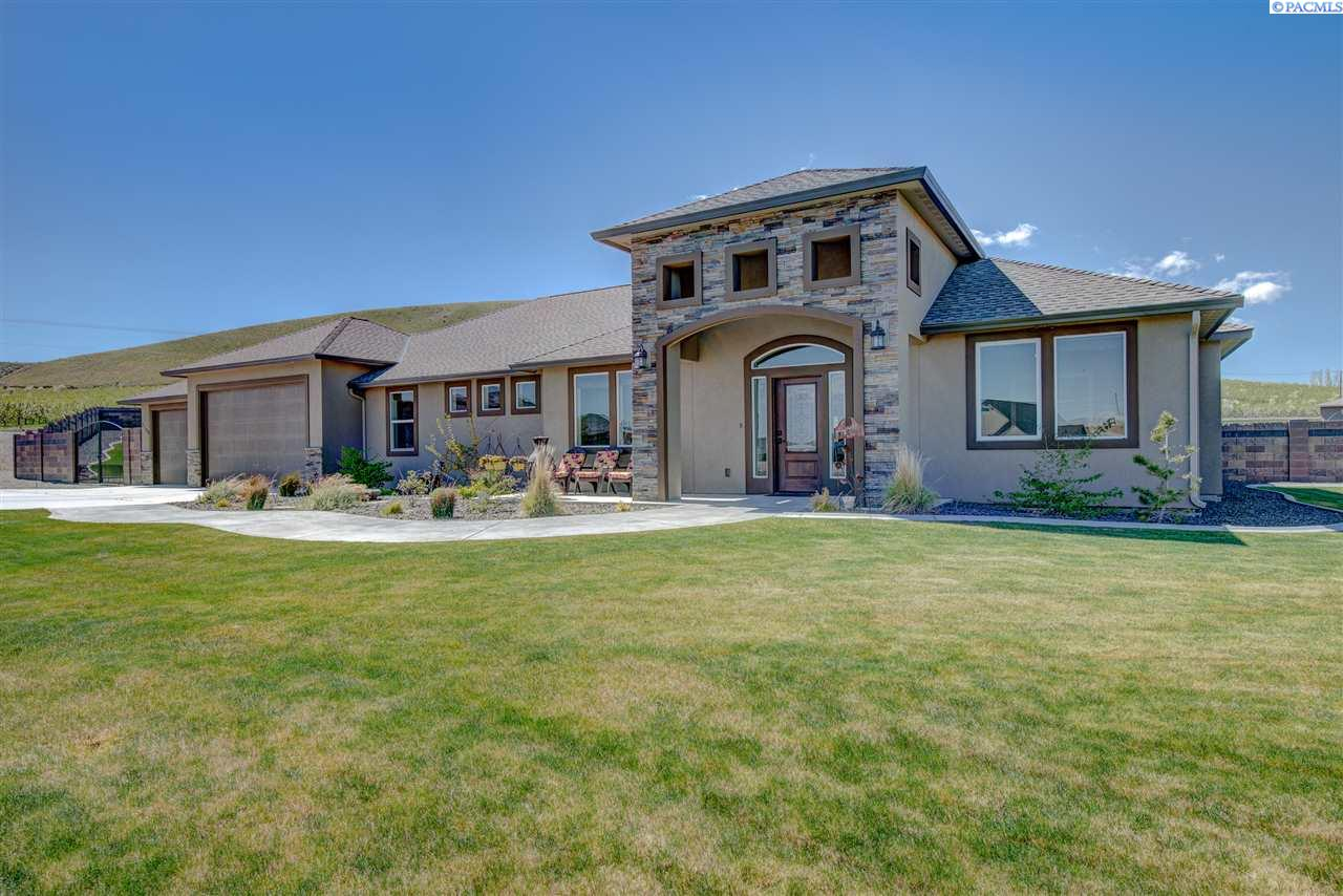 Single Family Home for Sale at 7104 Coulee Vista Drive 7104 Coulee Vista Drive Kennewick, Washington 99338 United States